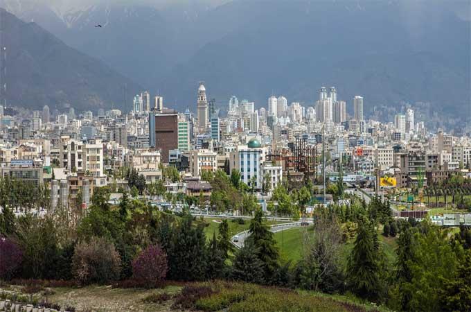 تهران تغییر شکل یافتهٔ تهرام به معنای «منطقهٔ گرمسیر» است