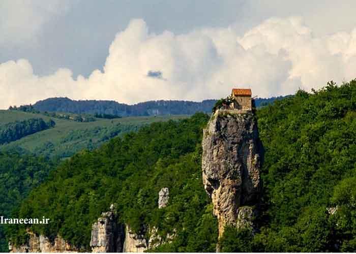 کلیسای صخرهای